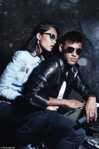 Neymar-got-up-close-and-personal-with-the-female-model-in-the-shoot
