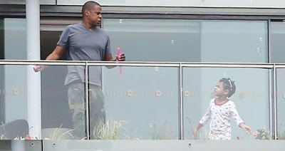 Beyonce-Jay-Z-Their-Daughter-Blue-Ivy-Pictured-In-Paris-3